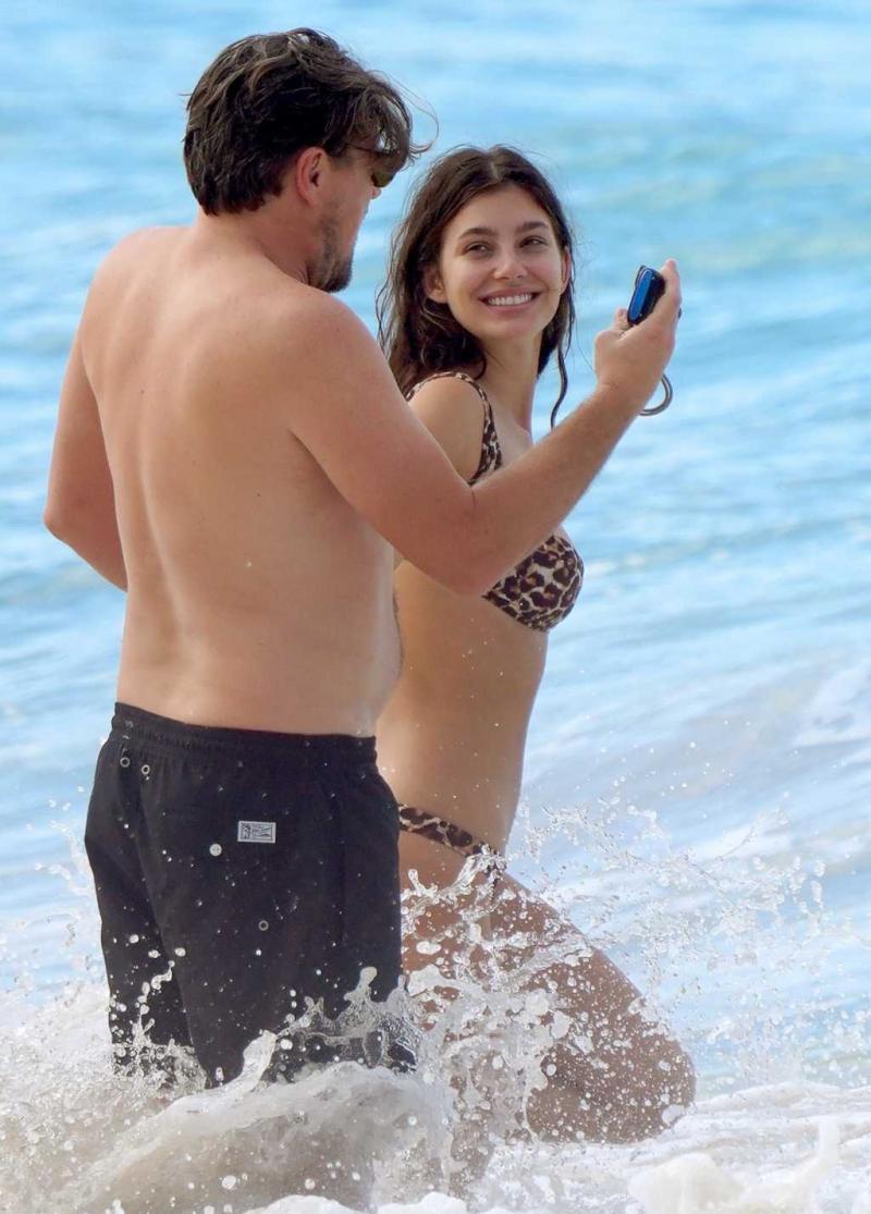 Camila Morrone leopar desenli bikiniyle St. Barts'da