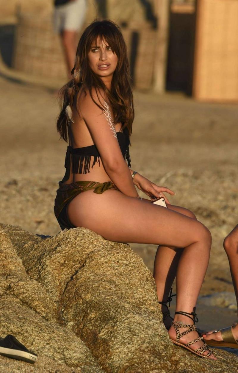 Ferne McCann Mykonos plajında