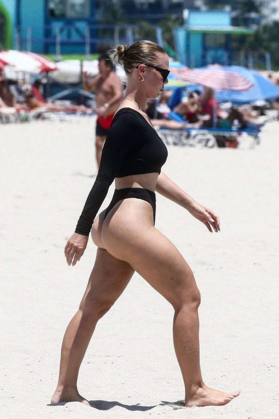 Bianca Elouise - Mayo ile Miami plajında