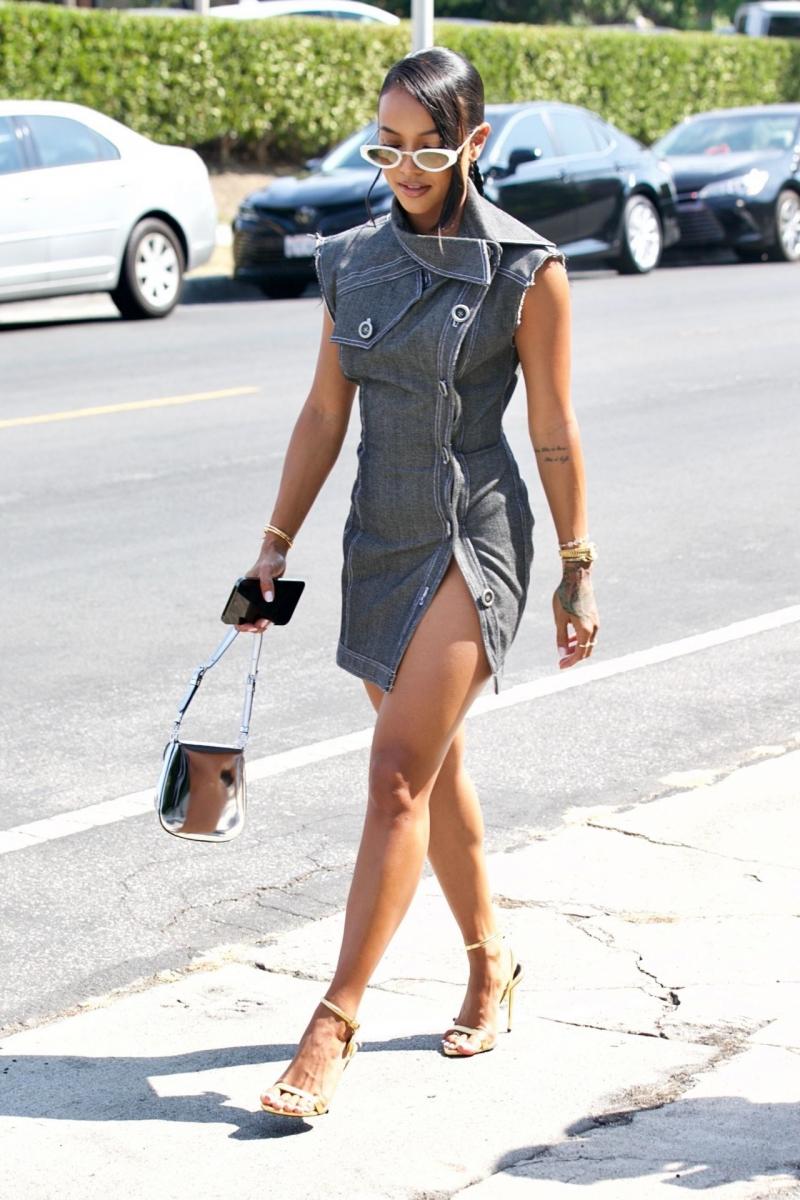 Karrueche Tran yırtmaçlı elbiseyle Los Angeles'ta