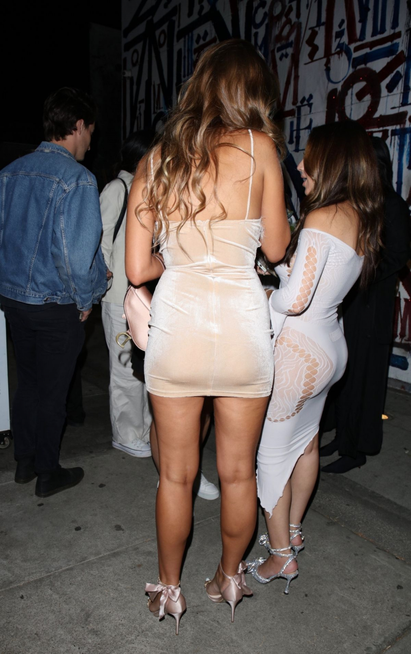 Kara Del Toro mini elbiseyle Batı Hollywood'da 13/010/2021