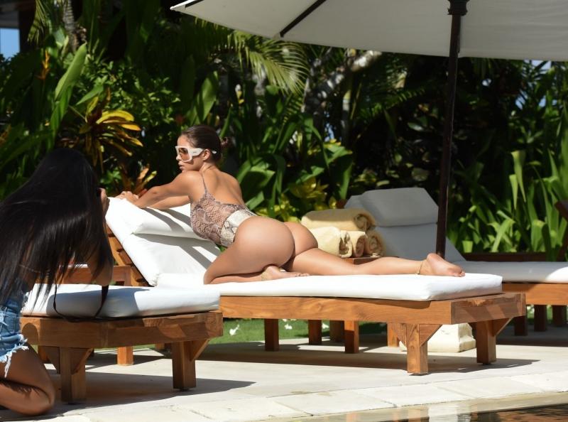 Demi Rose Mawby – Bali'de mayo çekimlerinde