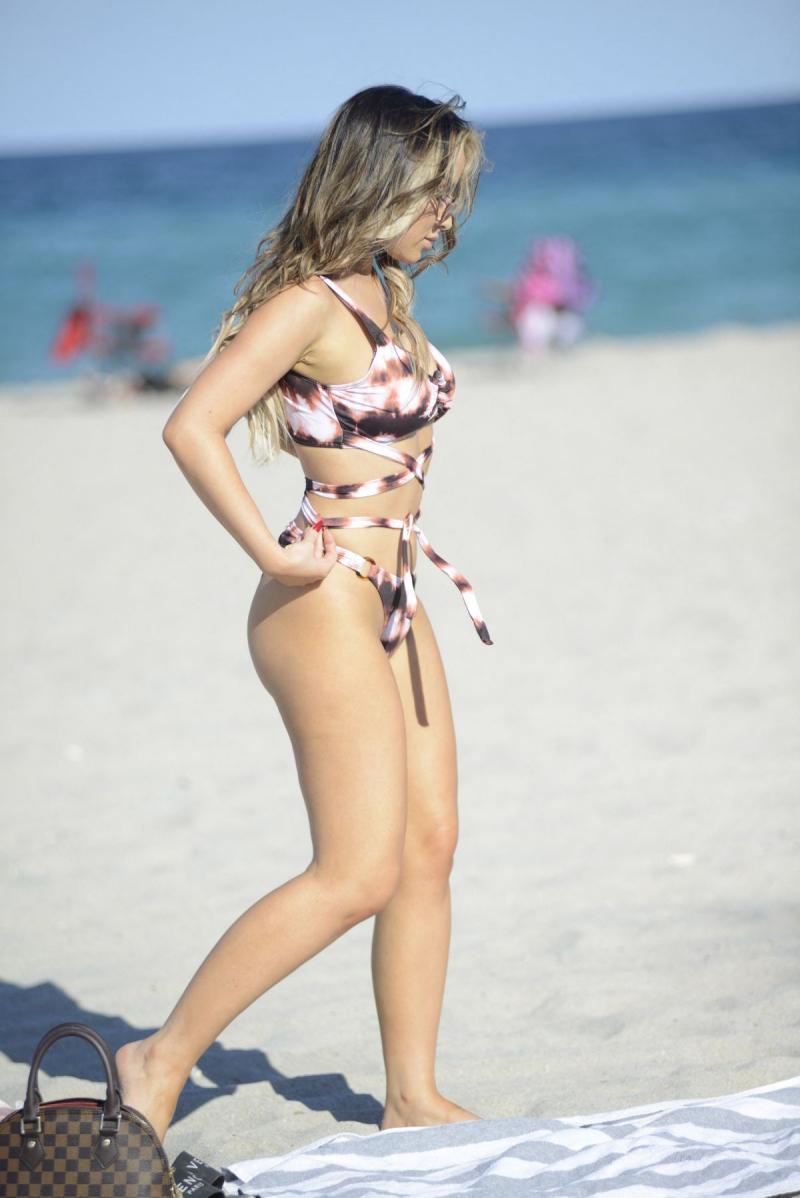 Lisa Opie mayo ile Miami plajında 28/04/2021