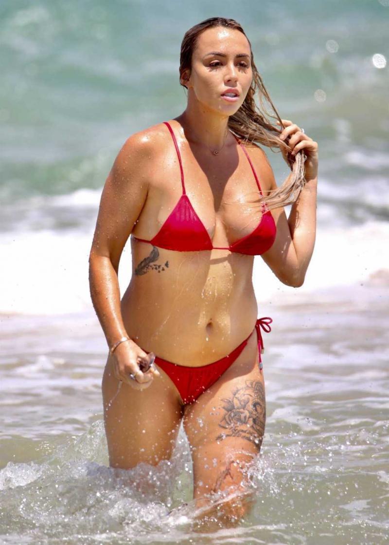 Natasha Spencer bikini ile Gold Coast'ta