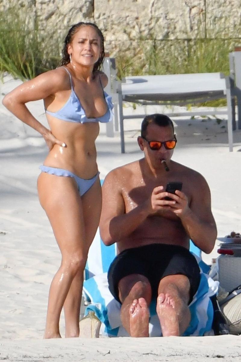 Jennifer Lopez mavi bikini ile