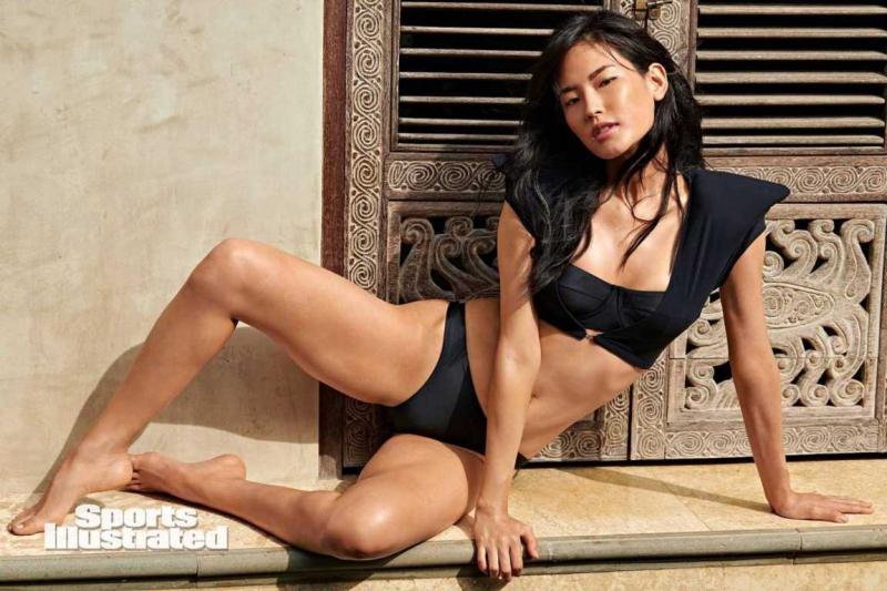 Hyunjoo Hwang Sports Illustrated 2020 çekimlerinde