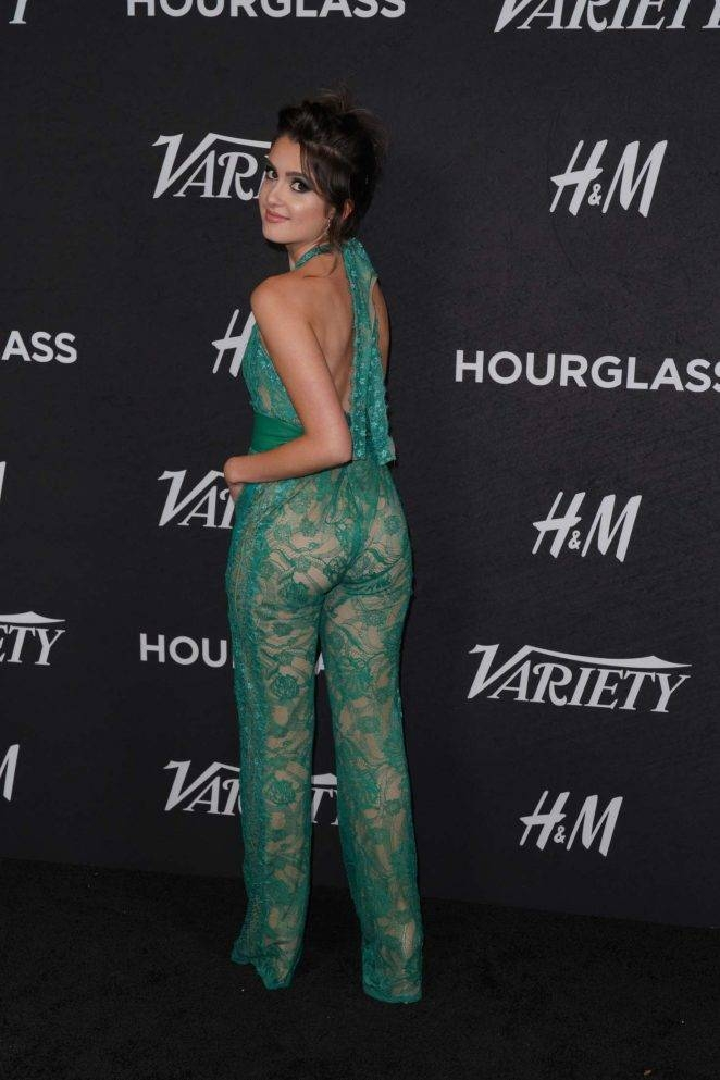 Laura Marano yeşil dekolte elbiseyle etkinlikte