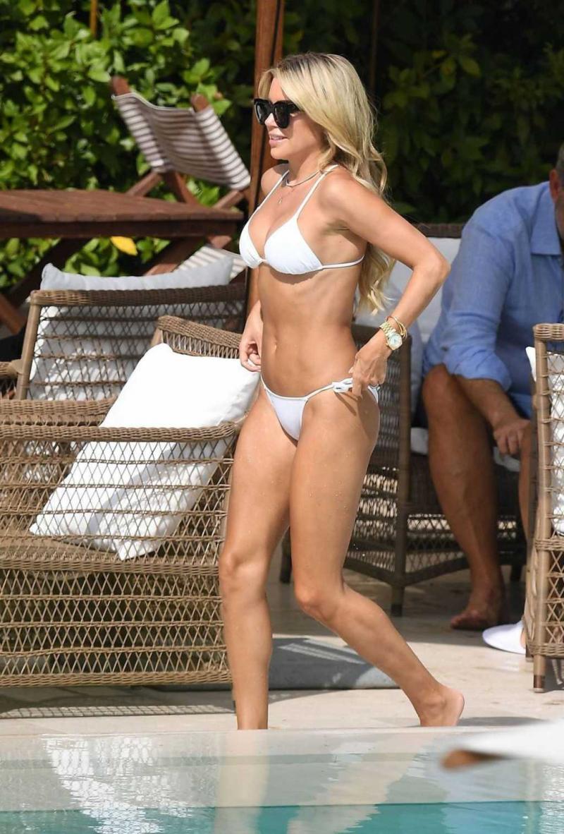 Sylvie Meis beyaz bikini ile Florence'da