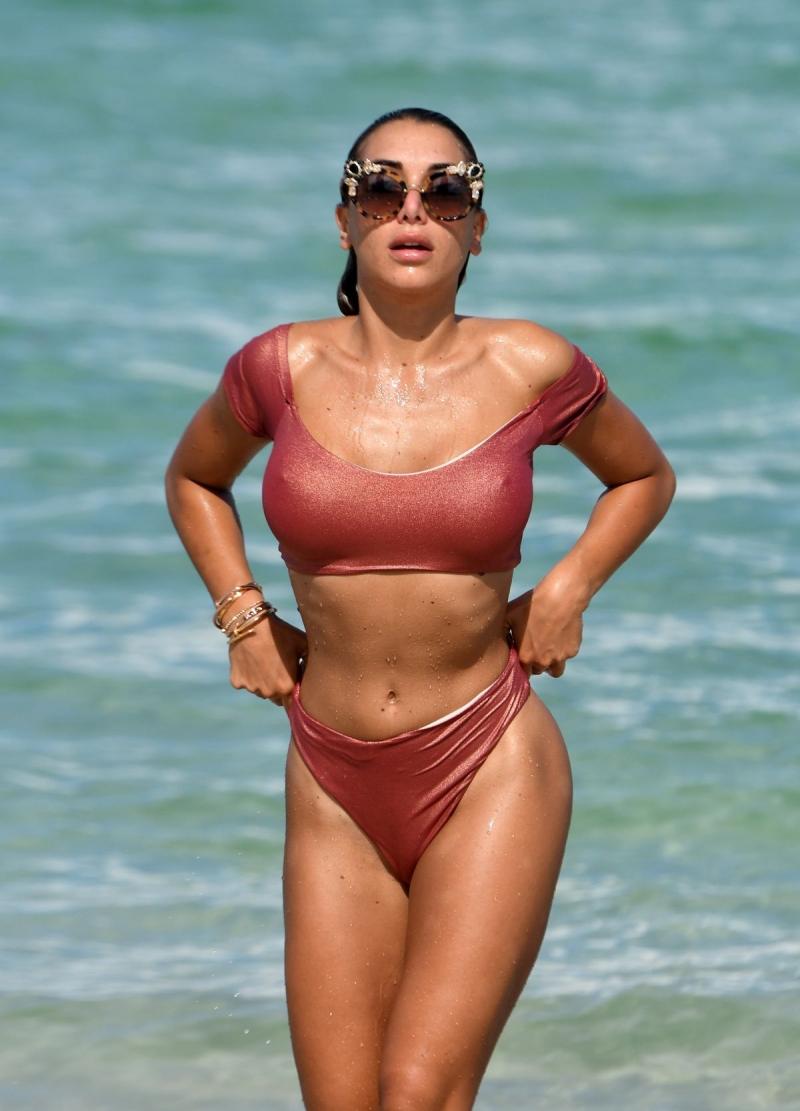Elisa De Panicis Miami plajında
