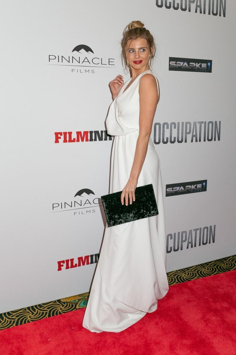 Tegan Martin yırtmaçlı beyaz elbise- Sydney