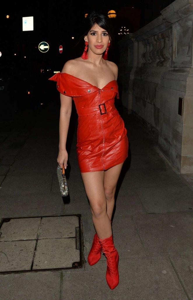 Jasmin Walia kırmızı mini elbise- London