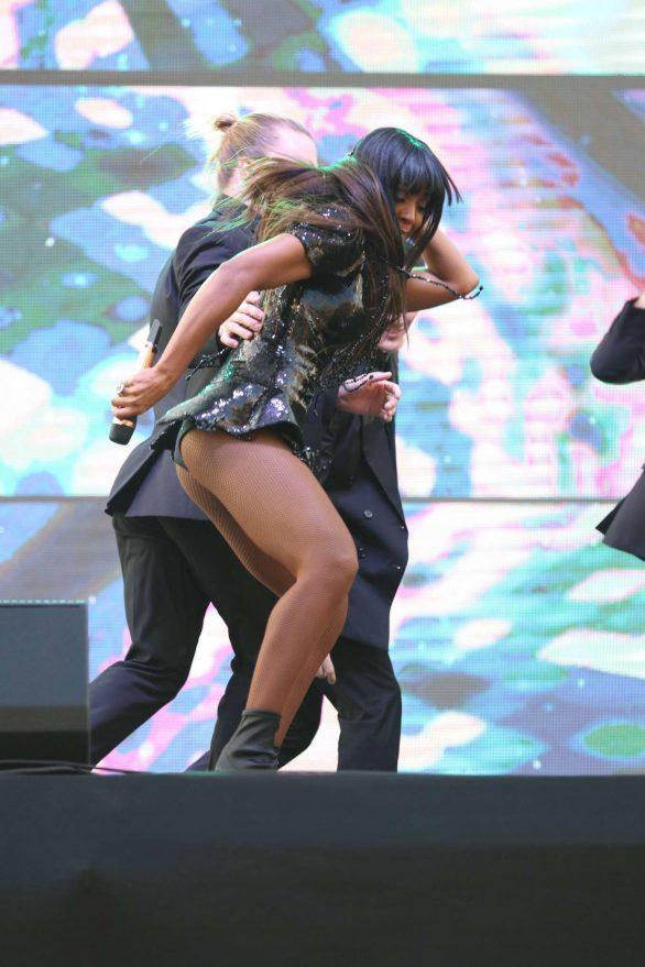 Kelly Rowland Sidney'de sahnede