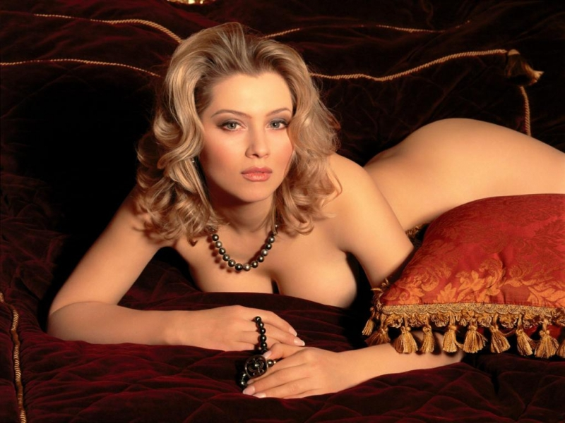 Интимные фото русских телеведущих