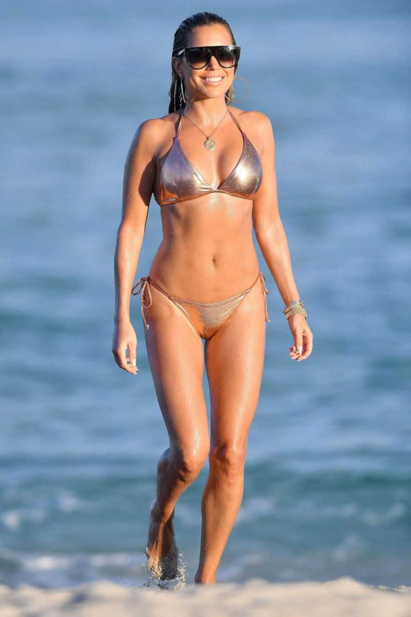 Sylvie Meis parlak bikiniyle Miami plajında