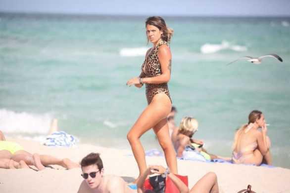 Laura Matamoros zebra desenli mayoyla Miami'de