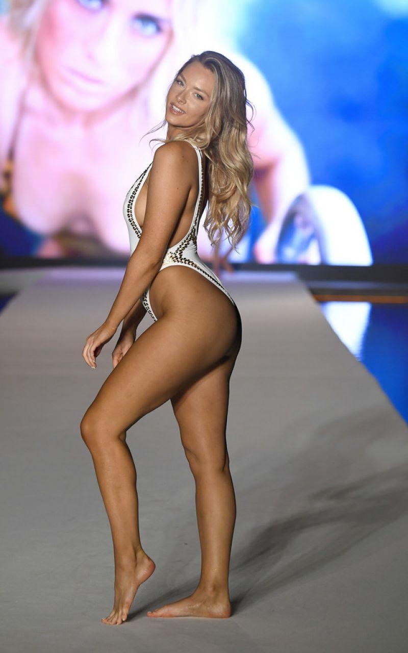 Camille Kostek bikiniyle