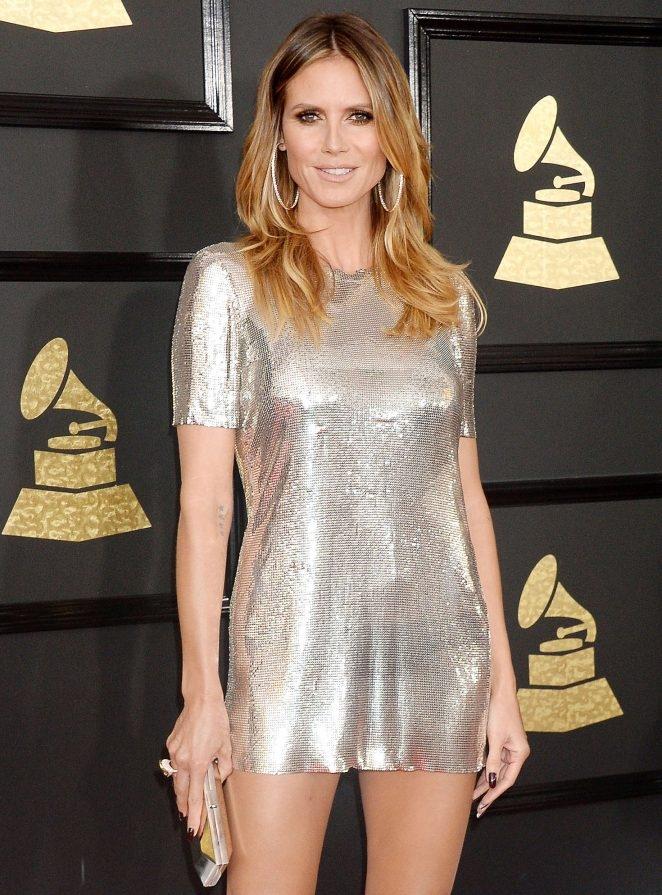 Heidi Klum mini elbiseyle