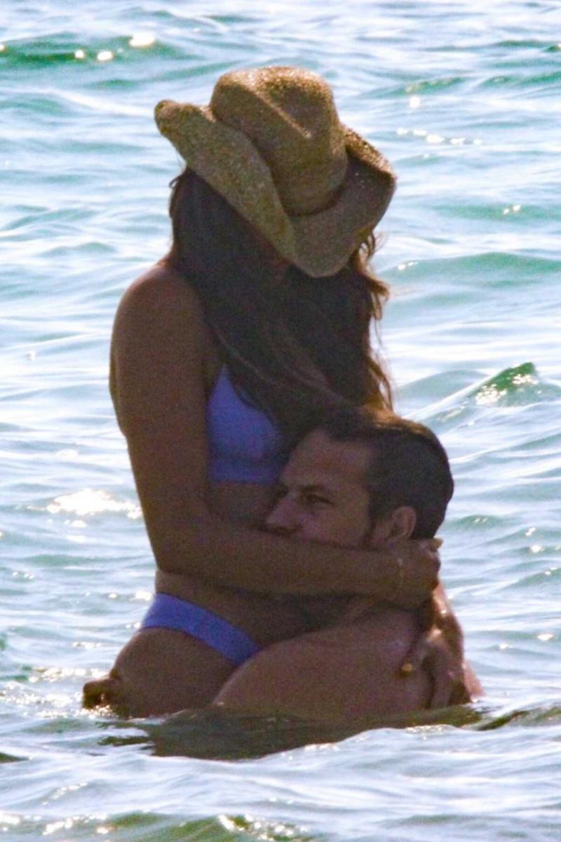 Eiza Gonzalez mavi bikiniyle Tulum'da