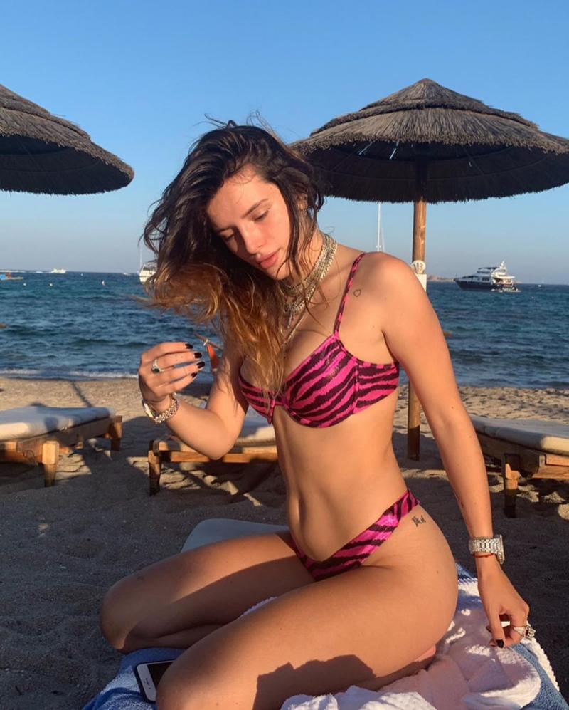 Bella Thorne bikiniyle plajda