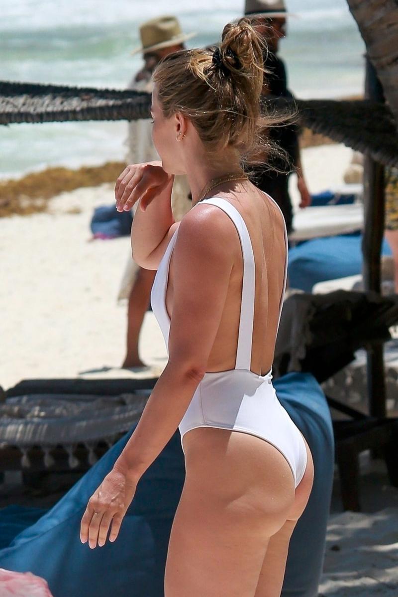 Julianne Hough beyaz mayoyla Tulum plajında