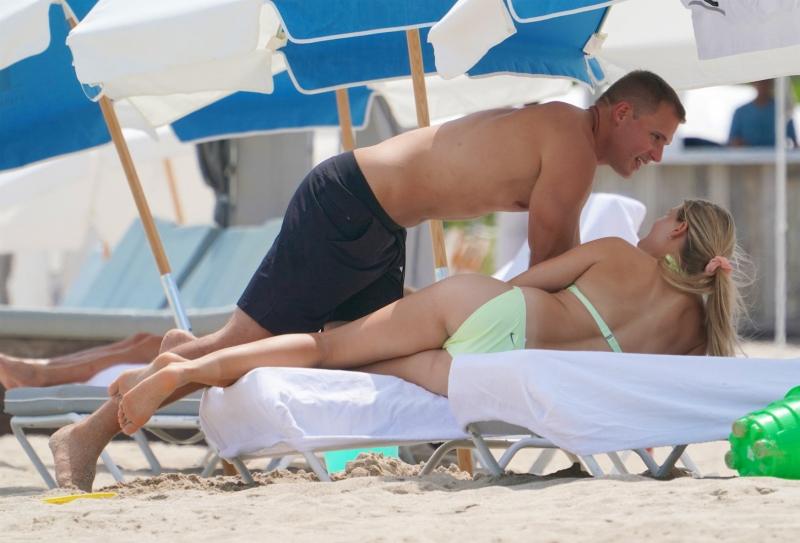 Eugenie Bouchard bikini ile Miami'de