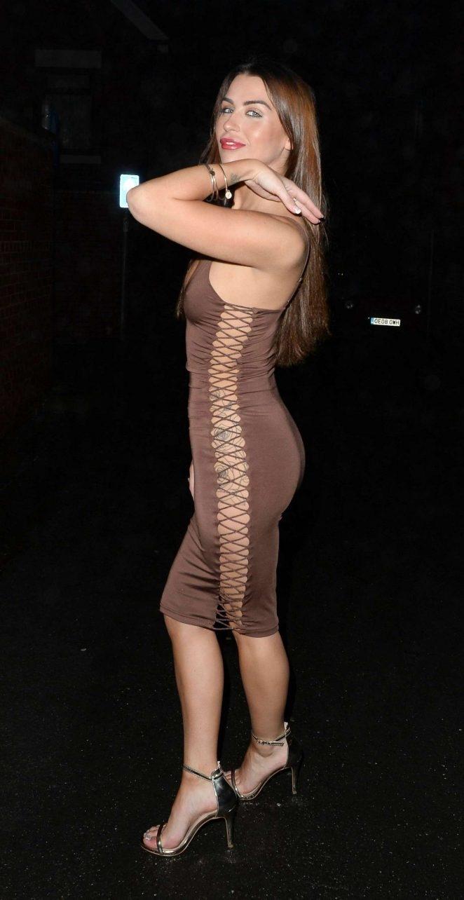 Jenny Thompson göğüs dekolteli dar elbiseyle