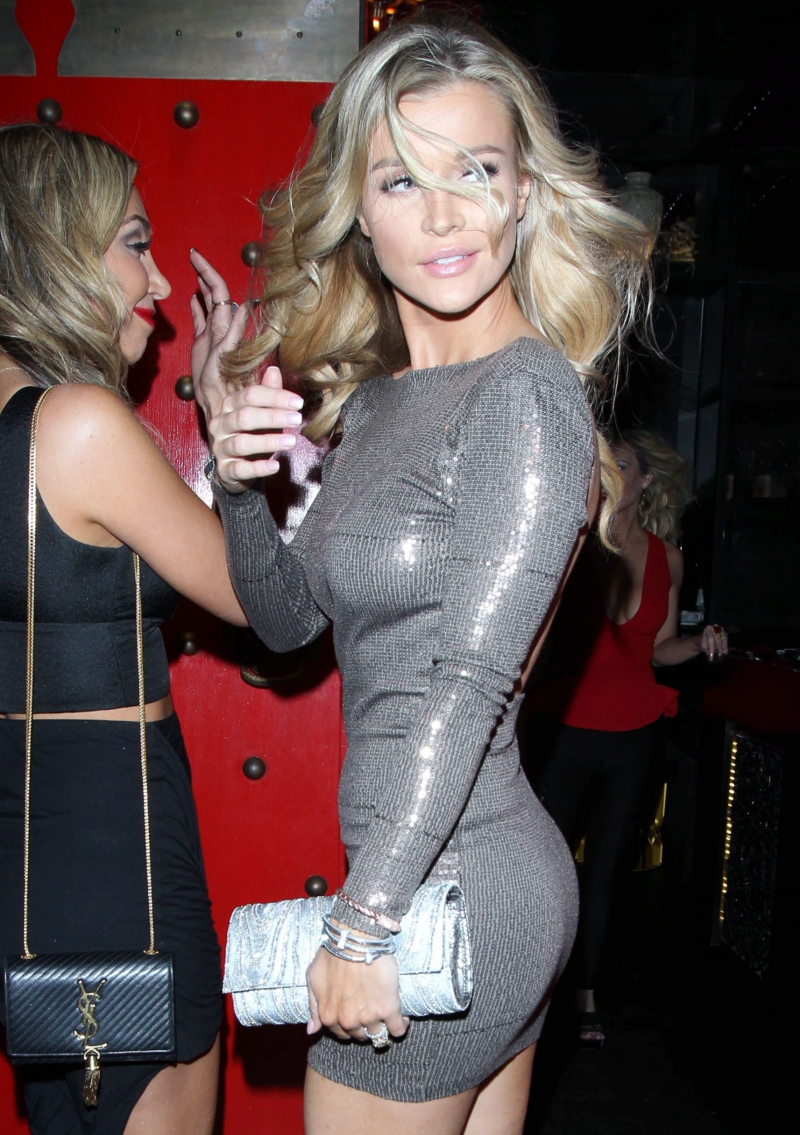 Joanna Krupa mini elbisesiyle Batı Hollywood'da