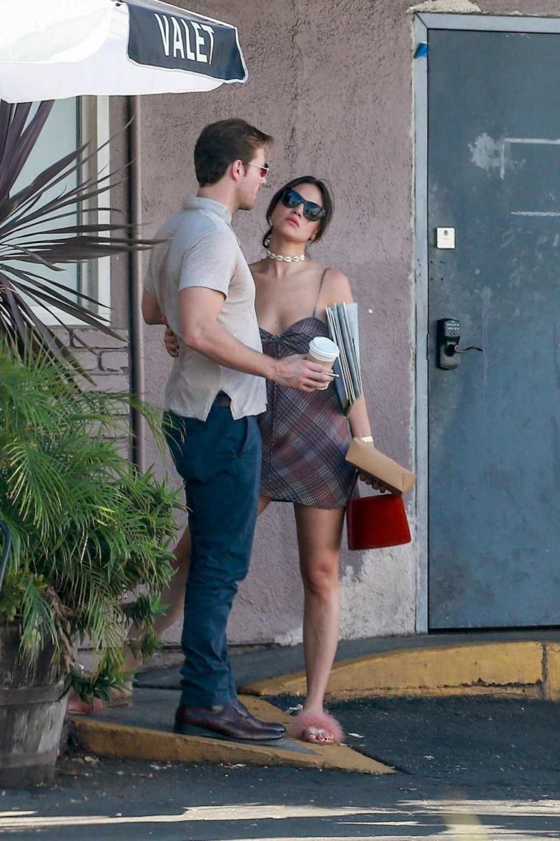 Eiza Gonzalez sevgilisiyle sokakta