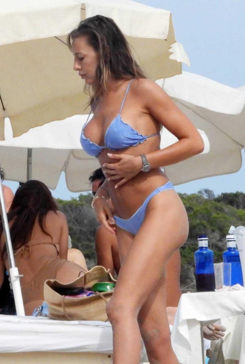 Alessia Tedeschi bikini ile Ibiza'da