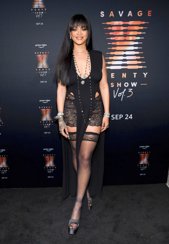 Rihanna dizüstü çorapla Savage X Fenty prömiyerinde