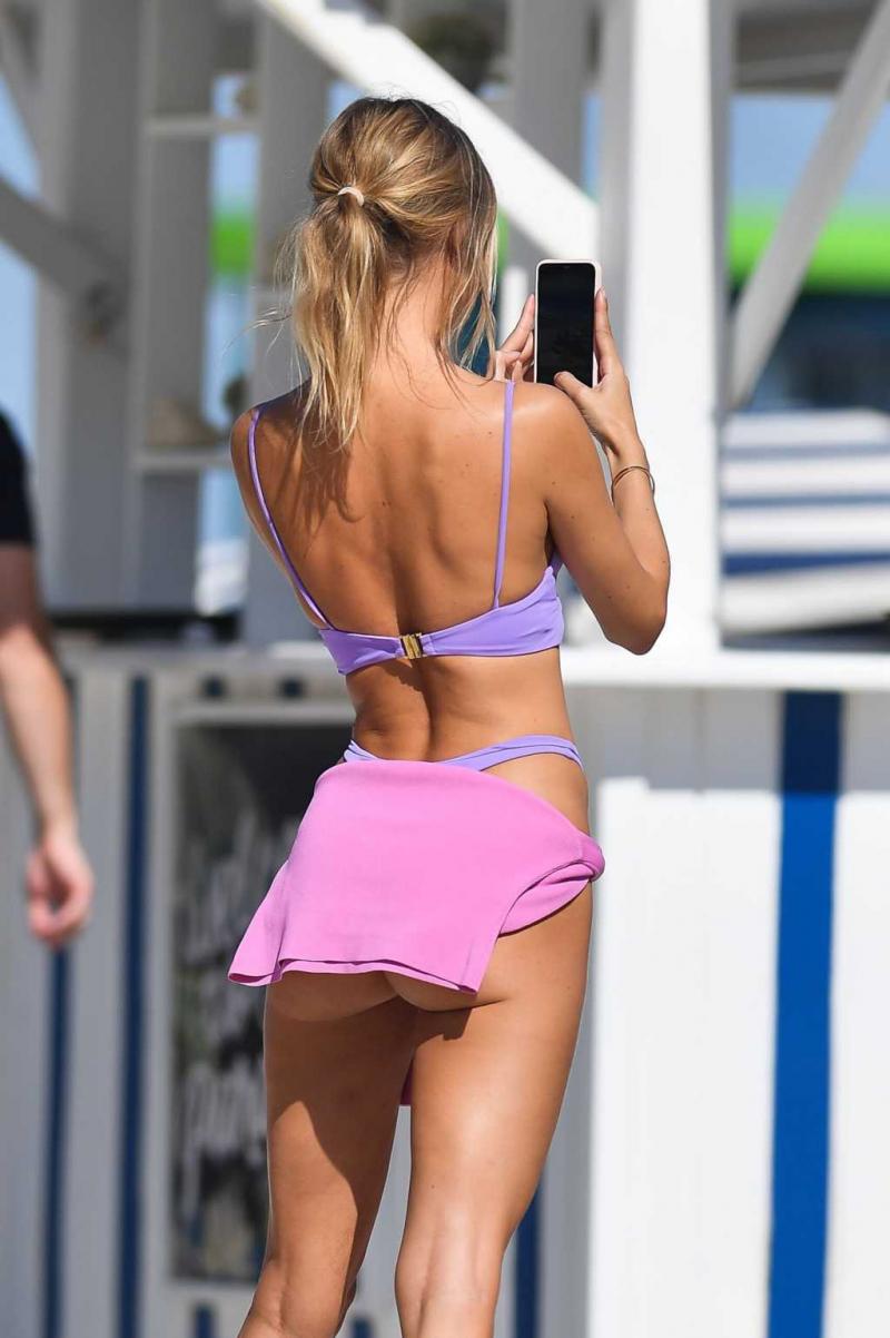 Kimberley Garner bikini ile Miami plajında 24/01/2021