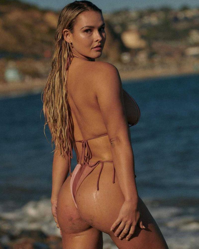 Kinsey Wolanski pembe bikini ile tatilde