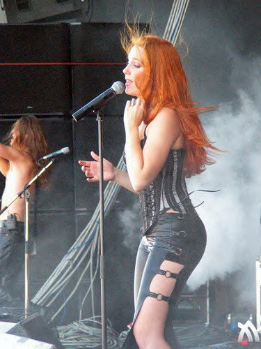 Naked simone simons Pictures of