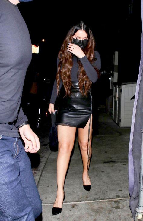 Selena Gomez deri mini etekle Batı Hollywood'da