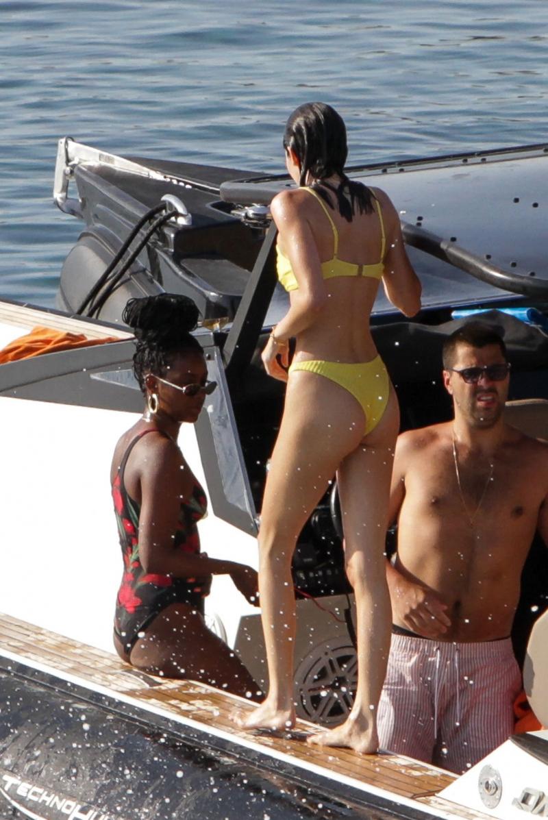Kendall Jenner bikinisiyle Mykonos'ta
