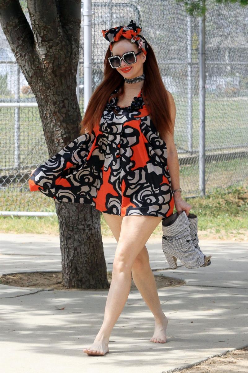 Phoebe Price mini elbiseyle Los Angeles'ta 14/04/2021