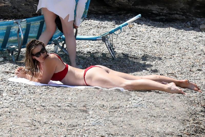 Maria Sharapova kırmızı bikini ile İtalya'da