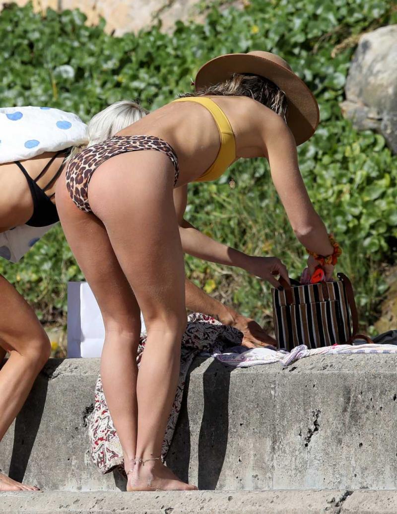 Ashley Hart bikini ile Sydney'de