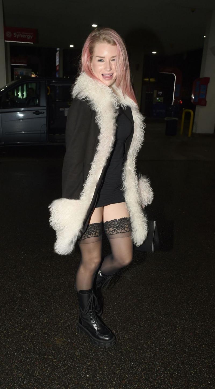 Lottie Moss diz üstü çorapla Londra'da