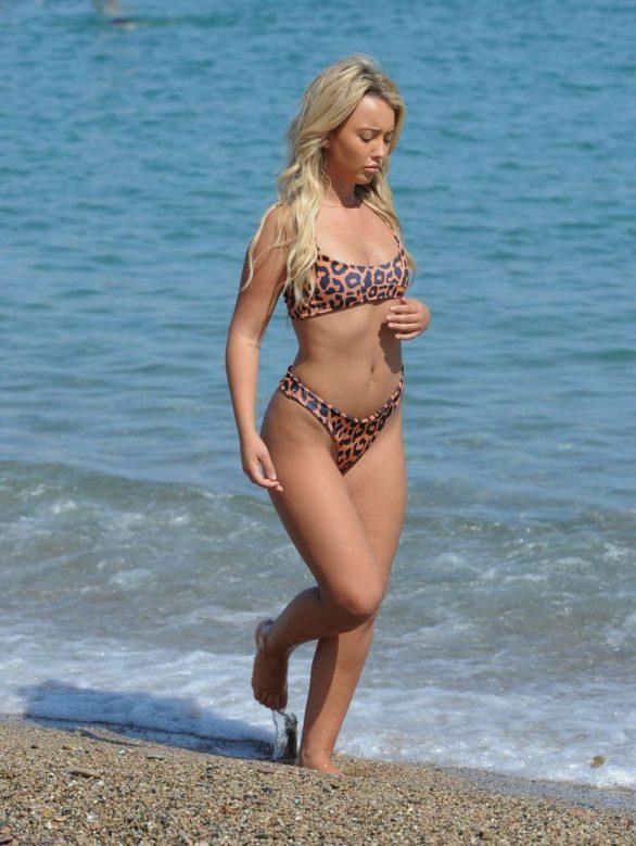 Harley Brash bikini ile Marbella'da