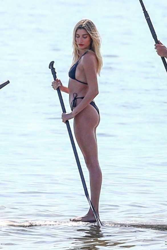 Hailey Baldwin Miami plajında çekimlerde