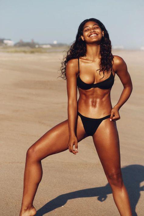Danielle Herrington bikini çekimlerinde
