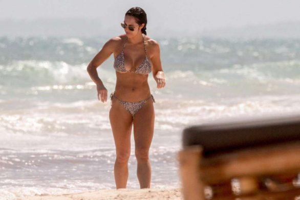 Hope Beel bikini ile Tulum'da
