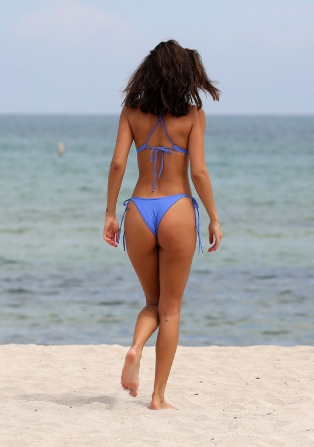 Chantel Jeffries  mavi bikini ile Miami'de