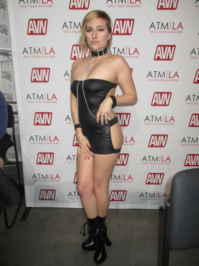 Kate England elbise ve bikini ile