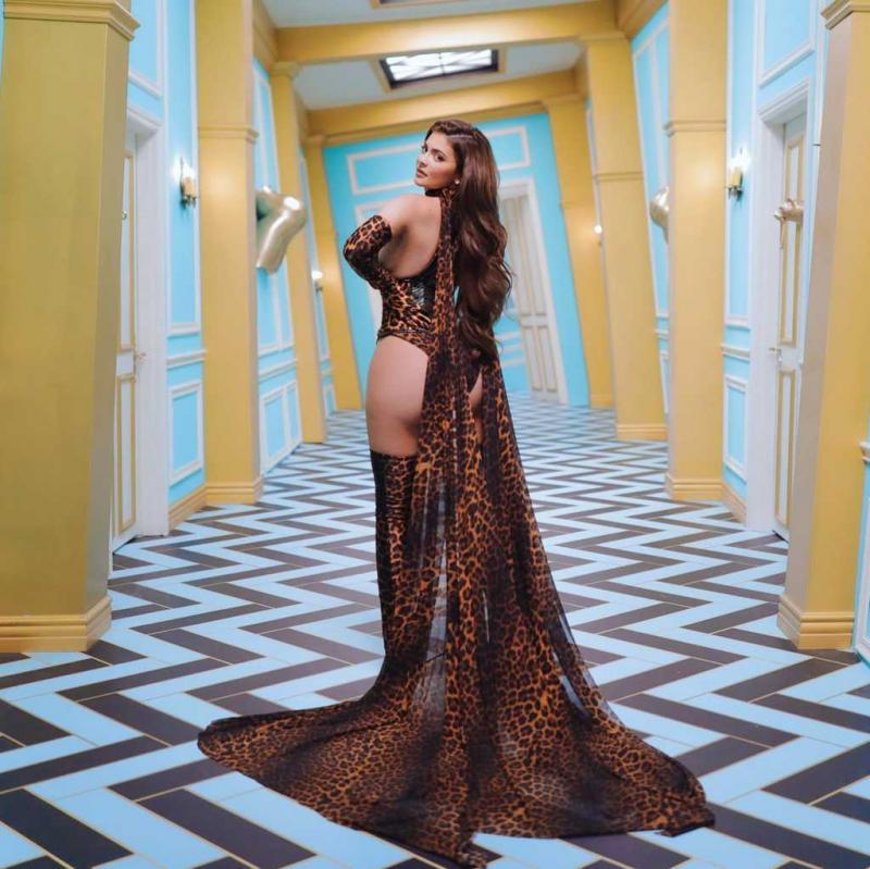 Kylie Jenner klip çekimlerinde