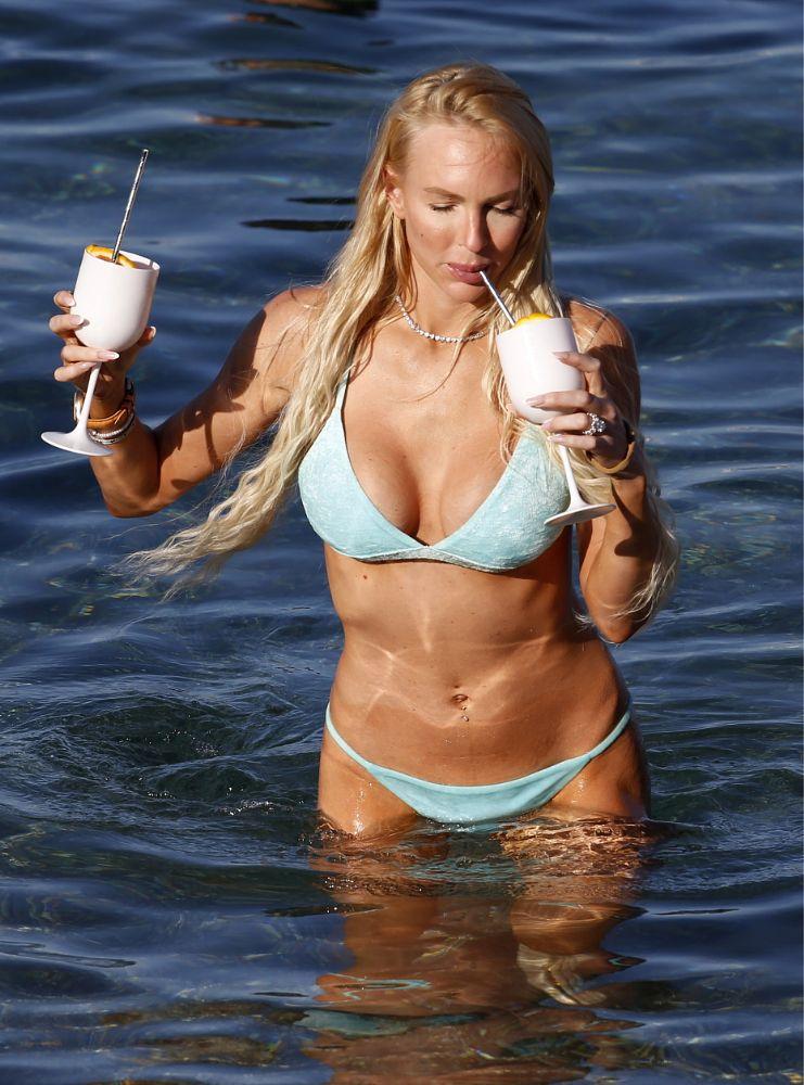 Christine Quinn bikini ile Taormina'da