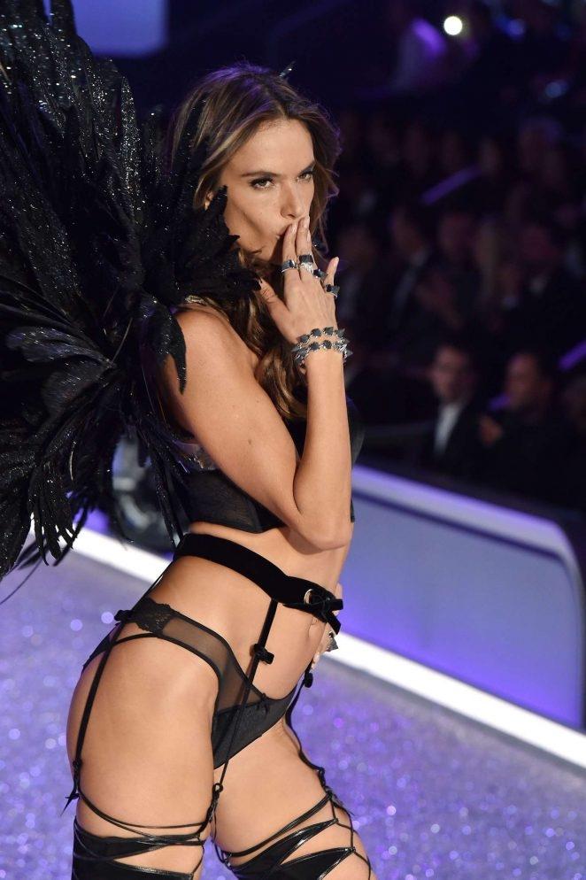Alessandra Ambrosio – 2016 Victoria's Secret Moda etkinliği