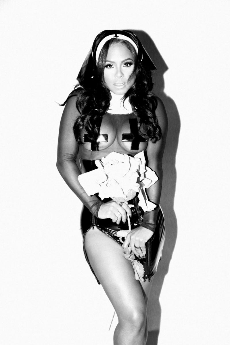 Christina Milian deri kostümle Galore Magazin çekimlerinde