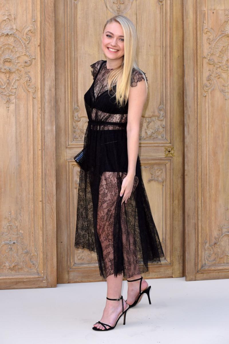 Dakota Fanning siyah şeffaf elbiseyle